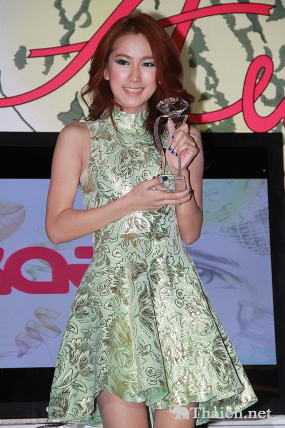 マイ・ダーウィカーが「Kazz Awards2013」で女性スーパースター賞の栄冠