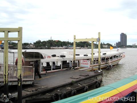 ノンタブリの桟橋の様子