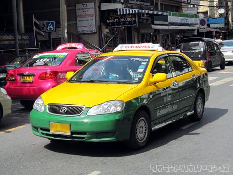 タクシーに乗ってノンタブリーのバンクワン刑務所へ