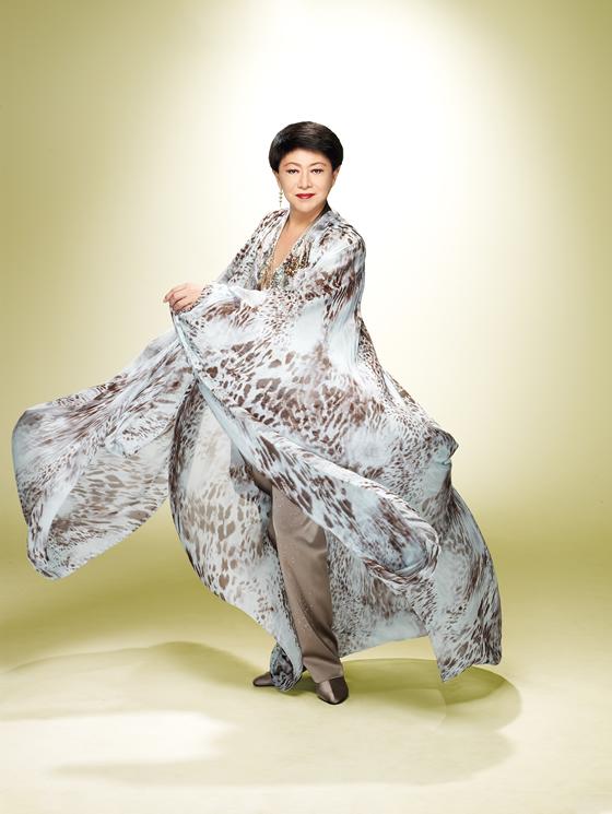 美川憲一デビュー50周年記念タイ・バンコク公演がデュシタニホテルで2014年12月7日開催