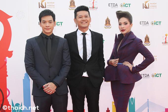 タイ版アカデミー賞と言われる第24回スパンナホン賞でのニティワット・タラートーン監督と主演のビー・ザ・スター、プローイ・チャーマン