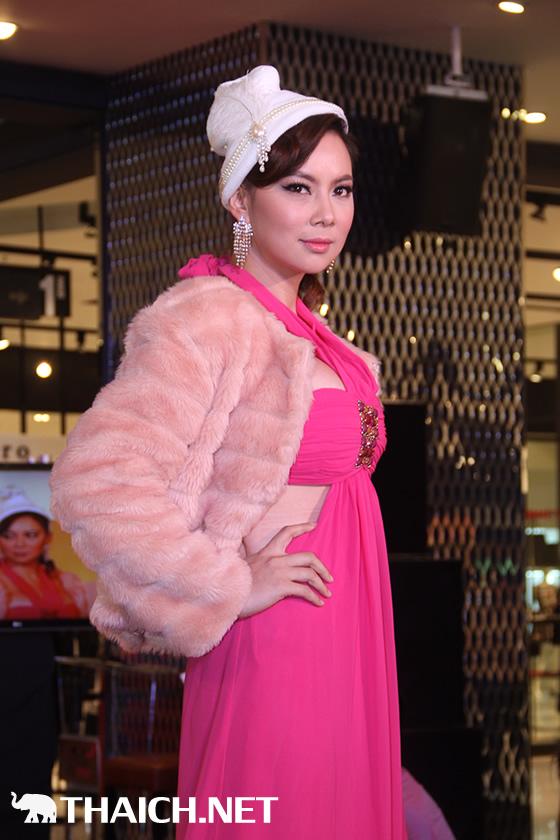 ブム・パナダーらがサミティベート病院の乳がんキャンペーン「October Go Pink」をアピール