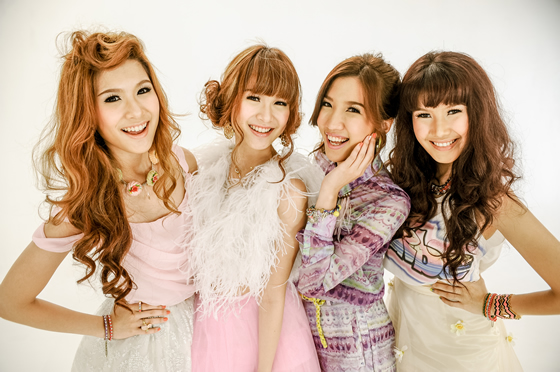 4人組アイドルグループ・オリーブスが初のアルバム「Olives」発売