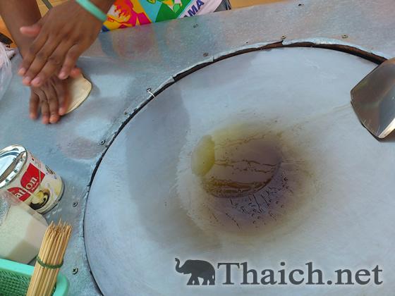 タイのパンケーキ・ロティの作り方を屋台で観る