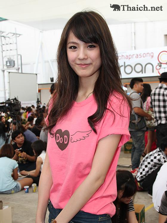 タイの人気女優パティ・アンスマーリンが関西空港でのさくらコレクションに出演