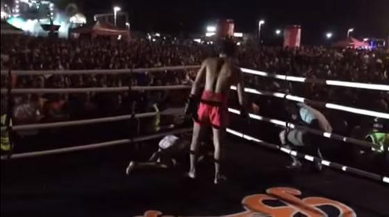 タイ正月にプロキックボクサーが不良をリングで制裁し会場は大興奮【ネットの話題】