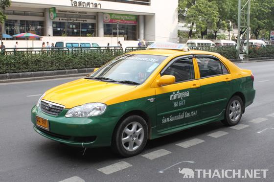 バンコクでポップアップドアのタクシーが発見された!