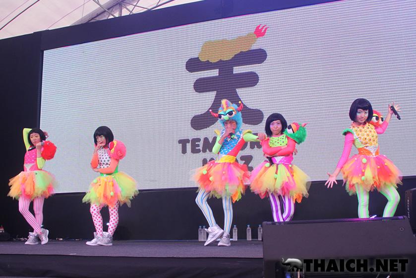 TEMPURA KIDZ、やのあんな がジャパンエキスポ・タイランド2014でライブを披露