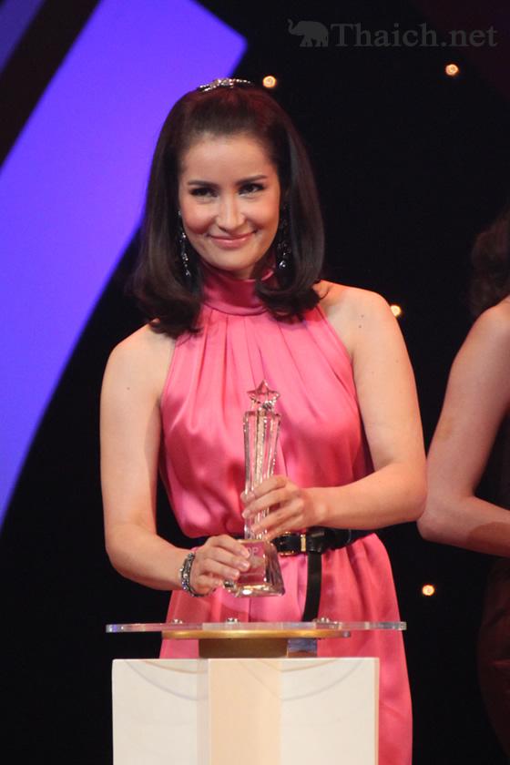 エーン・トンプラソムとナデート・クギミヤが「TOP AWARDS 2012」の栄冠に