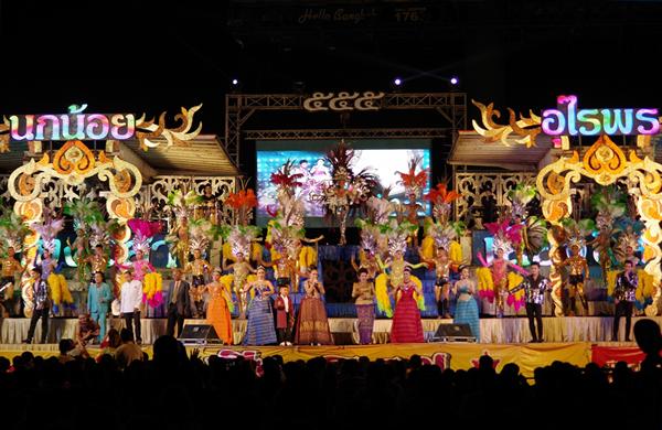 第19回 シアン・イサーン:楽団長の歌手生活40周年を祝う公演が盛大に開催