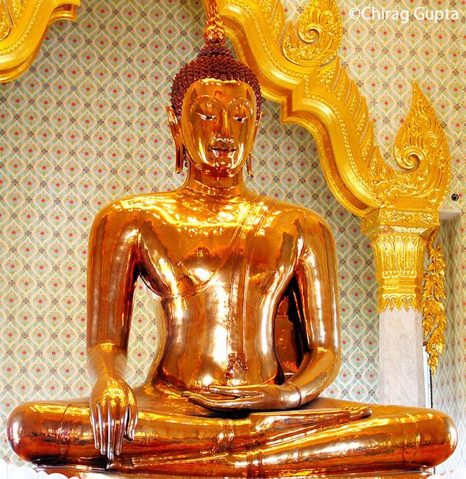 バンコクの黄金仏寺院「ワット・トライミット」のお守りが大人気【TVウォッチング】