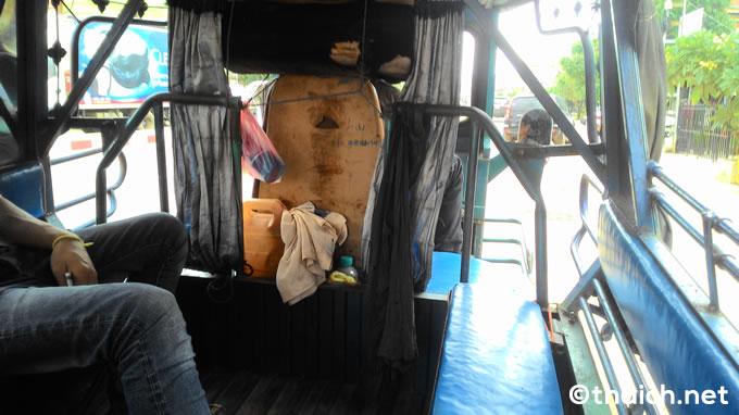 ビエンチャン・ワットタイ国際空港からのタクシーが高額のためトゥクトゥクを利用