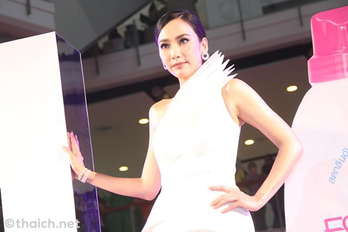 アム・パチャラパーがブランド大使に!タイのナンバーワン液状洗濯洗剤「Essence」