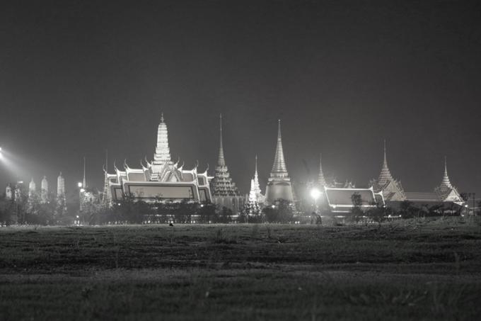 ◆10月13日21:00頃の王宮の様子。この時はまだ人はほとんど集まっていませんでした。