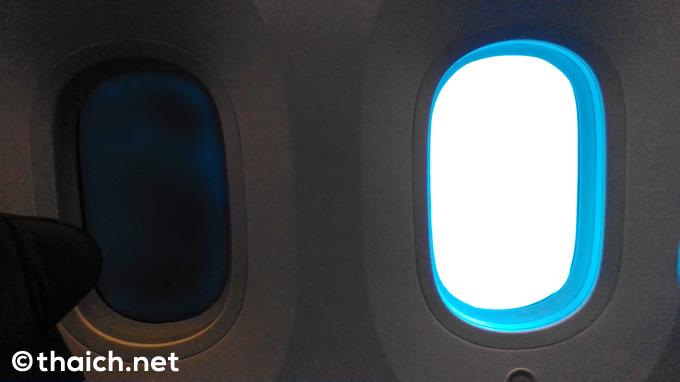 ボタン操作でスモークがかかる電子式窓