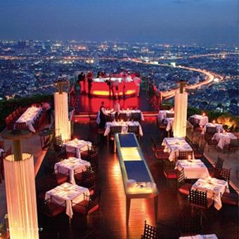 ■バンコク・ステイトタワー63階にある天空のレストラン「シロッコ」。
