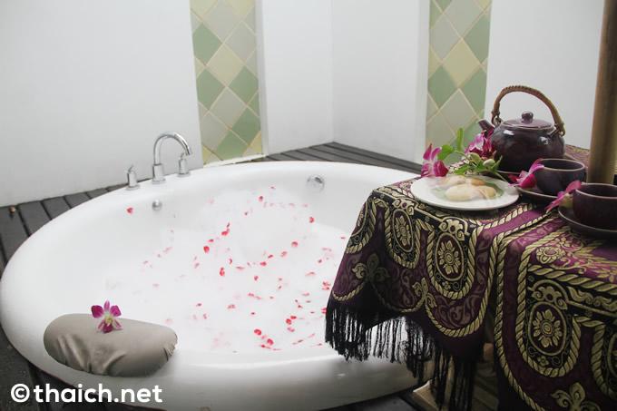 サムイ島「メラティスパ」一軒家タイプの部屋のジャグジー