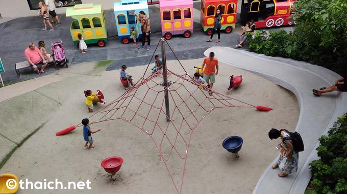 「セントラルフェスティバル・サムイ」は自然と調和したトロピカルなデパート