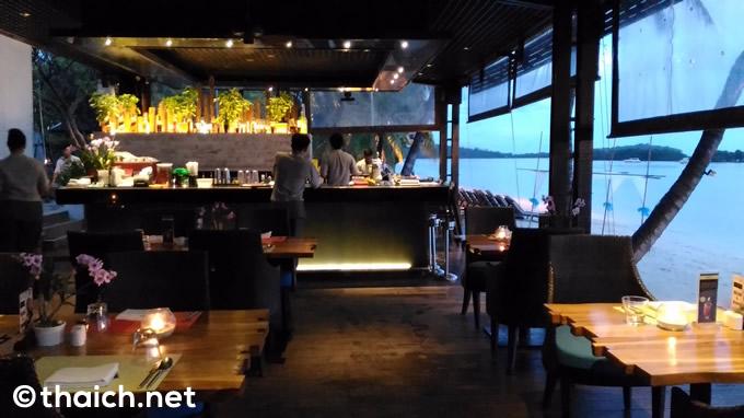 サムイ島「Chom Talay Restaurant」はビーチ沿いの席がお薦め