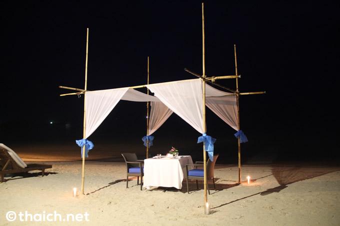 サムイ島のビーチで二人だけのロマンティックな夕食を@チャウエン リージェント