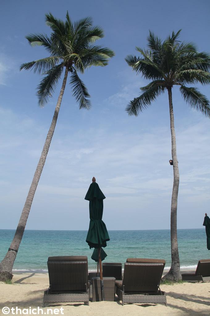 「バンヤンツリー・サムイ」プライベートビーチのビーチチェア
