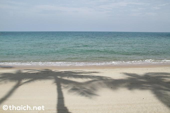 「バンヤンツリー・サムイ」プライベートビーチ 穏やかな海