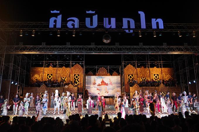 ◆舞台の外観:シラピン・プータイ(2016年12月4日、バンプリー)