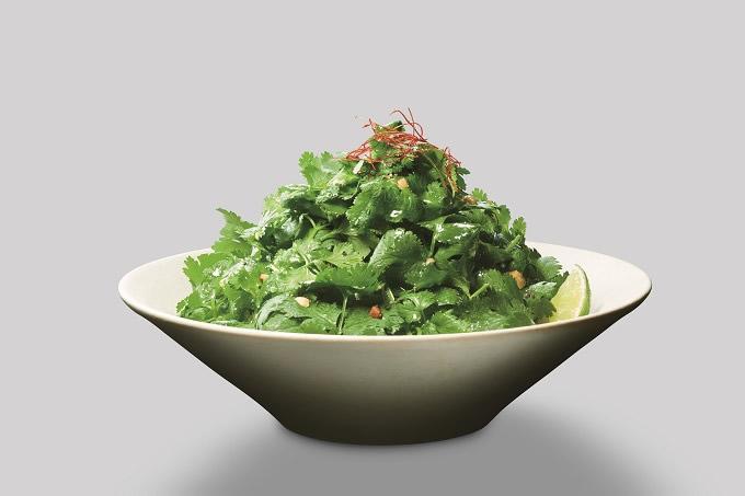 パクチーをメイン食材として楽しむ「パクチーサラダ」