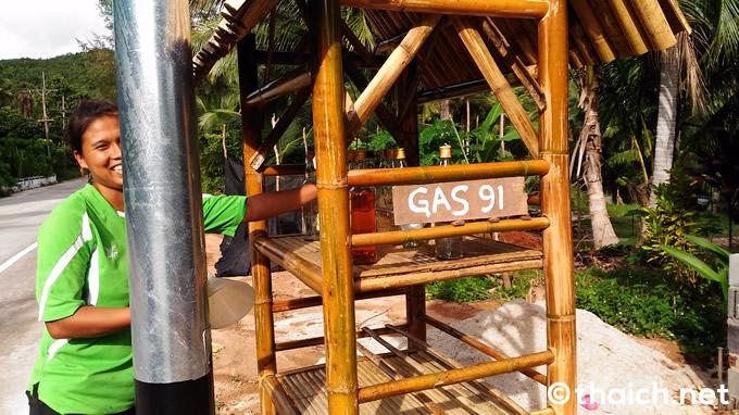 ガソリンは島のあちこちで売っています。