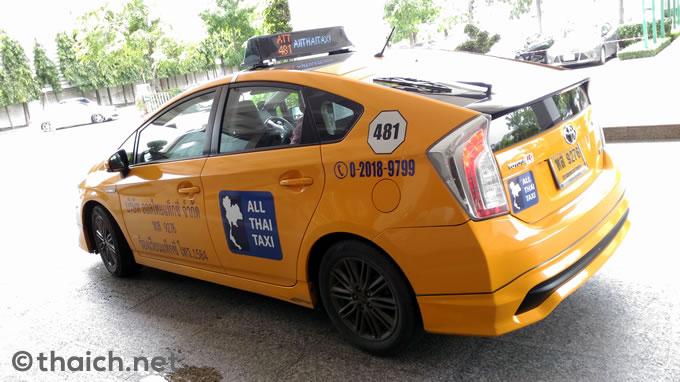 黄色いプリウスの「オールタイタクシー」、VIP版は白いメルセデス・ベンツCクラス