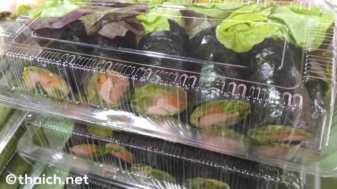 タイの屋台で「生春巻き」のような「海苔春巻き」を買う