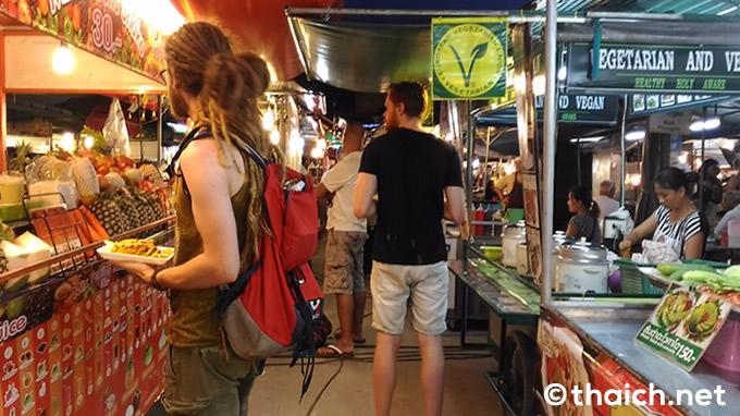 パンガン島の胃袋「パンティップ市場」で屋台を巡る