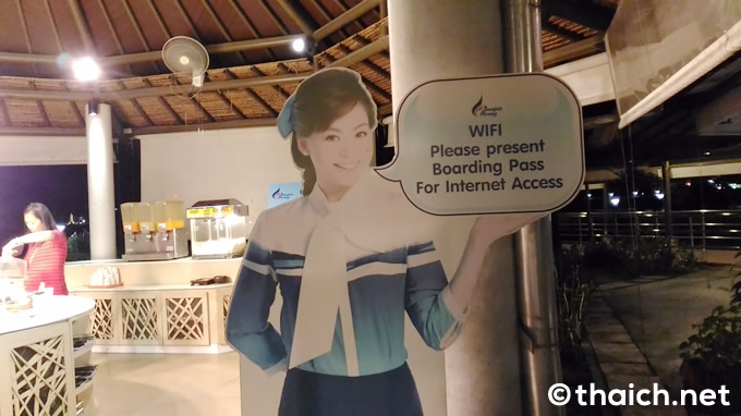 Wi-Fiも無料で、自由にインターネットの利用が出来るパソコンコーナーもあります