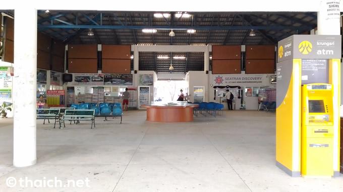 トンサラ港のチケットオフィス