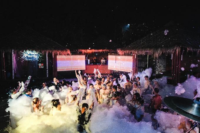 泡まみれの「プールパーティー」がハードロック・パタヤに帰ってきた!