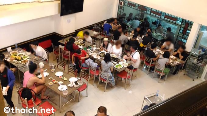 ランナム通り「クアンシーフード」でたらふくタイ海鮮料理を食べる