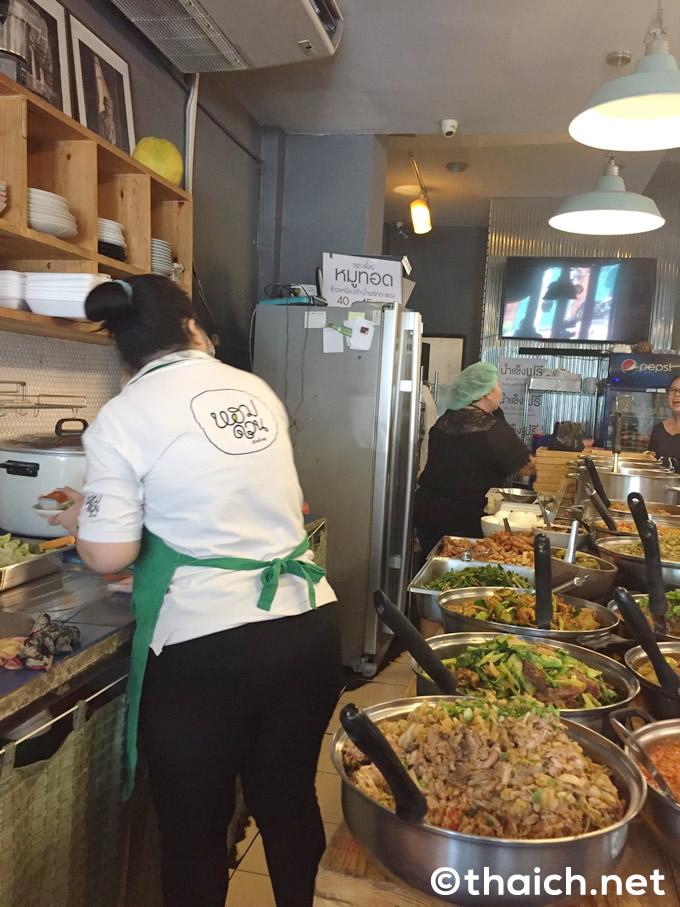 エカマイ「ホームドゥアン・チェンマイ」はタイ北部料理の食堂