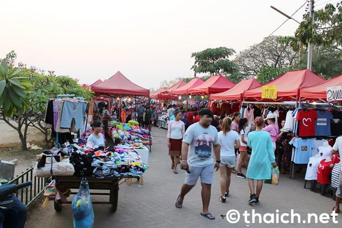 ナイトマーケットが開かれるチャオ・アヌウオン公園