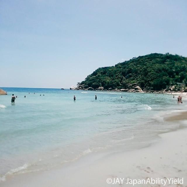 """地元タイ人が""""サムイ島で一番美しいビーチ""""という「シルバービーチ」はまさに白銀の砂浜"""