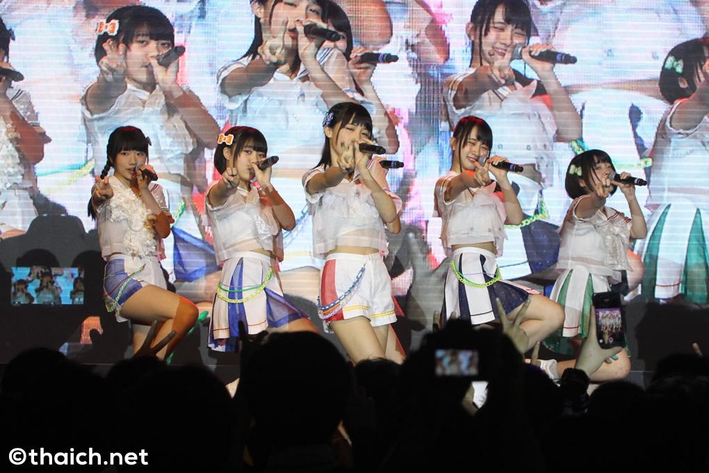 虹のコンキスタドールが「Thailand Comic Con 2017」でライブ披露