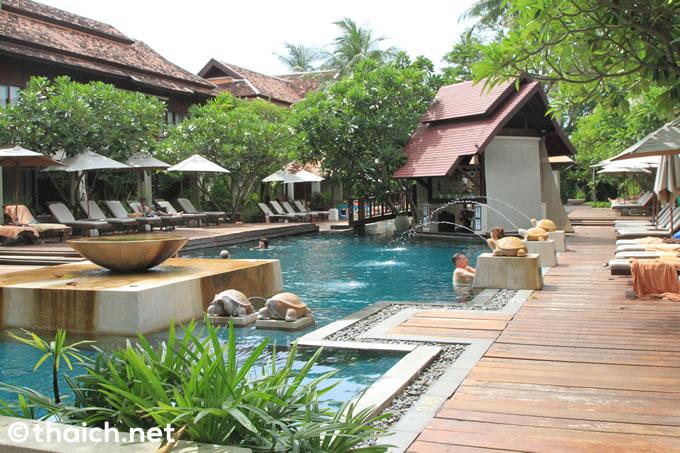 サムイ島のリゾートホテル「チャウエン リージェント ビーチ リゾート」のプール