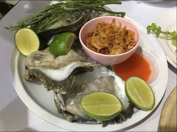 「ビッグ生牡蛎」