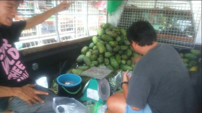 やっぱりタイのマンゴーは甘くて安っ!カオサンの行商トラックでマンゴーを買ってみた!