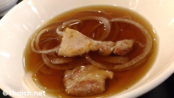 豚の焼き肉が299バーツで2時間食べ放題
