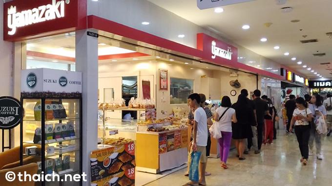 タイのパン屋さん「YAMAZAKI」でタロイモ入り鯛焼きを買う
