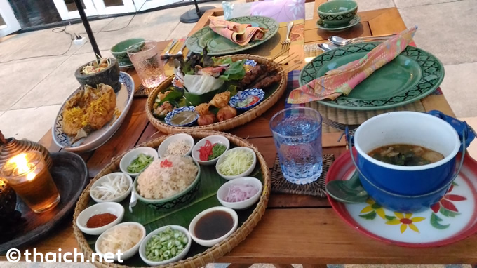 「シェフチョムプラター(Chef Chom's Platter,เชฟชมแพตเตอร์ สำหรับ)」(550バーツ)