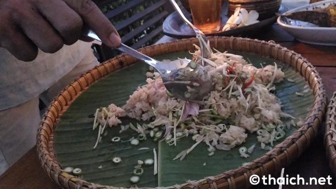 「カオ・ヤム・パク・タイ(Khao Yam Pak Thai,ข้าวยำปักษ์ใต้)」(220バーツ)
