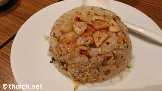 「ガーリック炒飯」( 160バーツ税抜き)