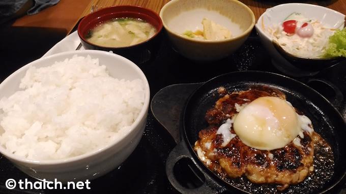 「温玉鶏つくね焼き定食」(219バーツ)