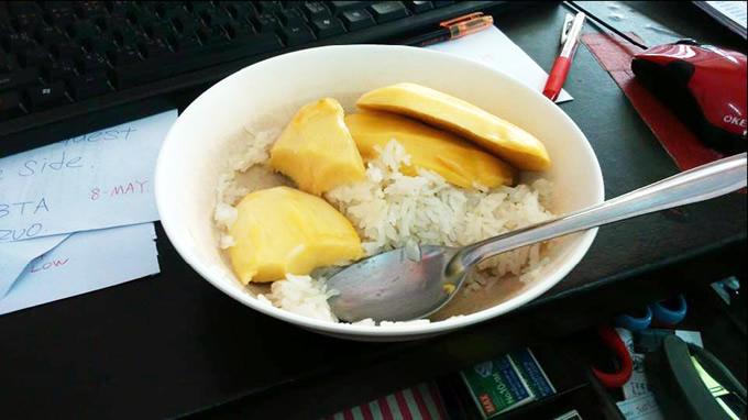 騙されたと思って一度でいいから食べて欲しい!衝撃のタイスイーツ「マンゴー丼」を!!